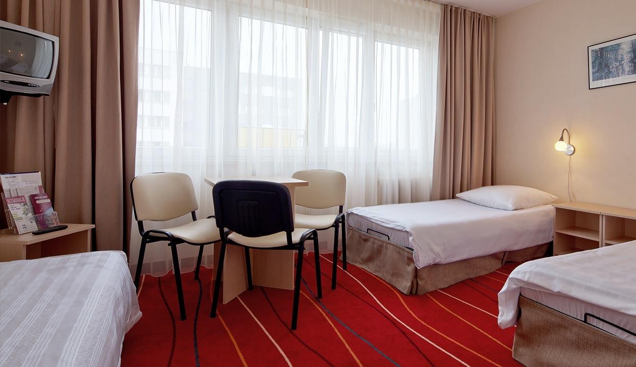 http://www.hotelaramis.pl/upload/2016/03/pokoje-hotelowe-6.jpg